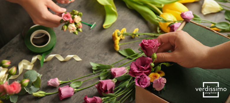 En este artículo te contamos cómo hacer arreglos florales y cuáles son los  materiales esenciales para que tu composición floral sea espectacular 465703ac73e8
