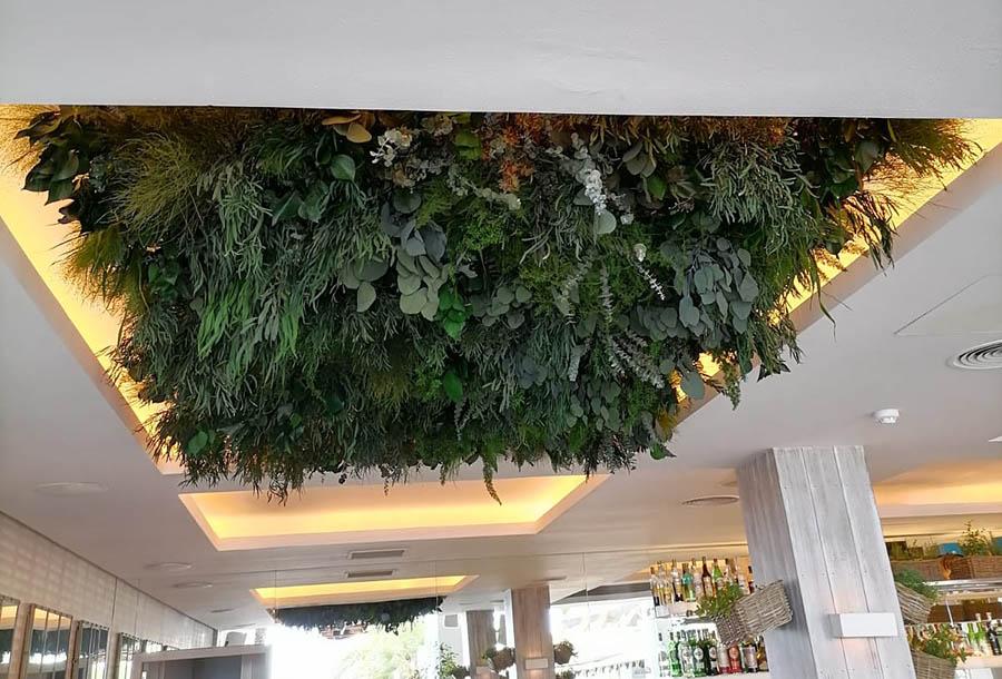 Decoración de techos con lamparas verdes - Verdissimo